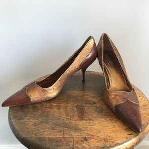 Prada copper sequin cognac leather wig tip pump 39